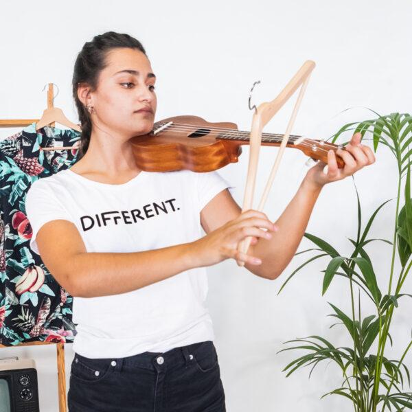 Camiseta_Mujer_Blanca_Different_Chica